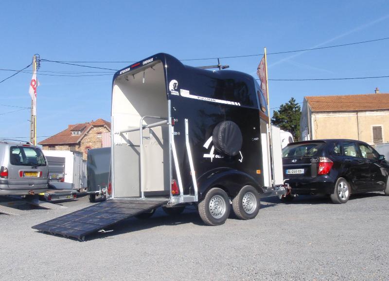 van 2 places cheval liberte gold magnum cheval liberte. Black Bedroom Furniture Sets. Home Design Ideas