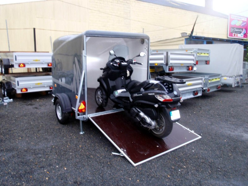 Remorque ferm e moto debon cargo 1300 debon cargo 1300 debon patrick remorques - Porte scooter pour fourgon ...